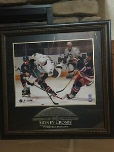 P/U LACOMBE - SIDNEY CROSBY -SIGNED PHOTO