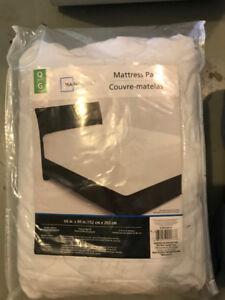 Queen size mattress pad.
