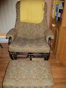 Chaise berçante inclinable et pivotante