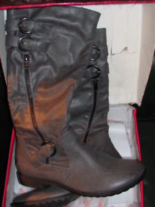 BE READY FOR THIS COMING WINTER WITH THESE  BOOTS!!