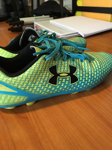 Under Armour Outdoor Soccer Cleats Size 5Y