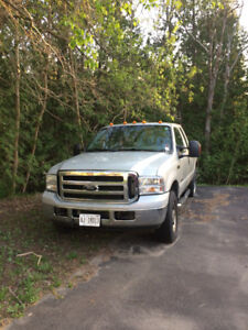 Ford F-350 Super Duty 06 4x4 xlt