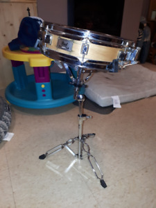 Pearl piccolo maple shell snare with stand