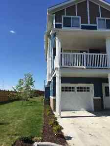 SUBLET - 3 BEDROOM CONDO IN SOUTH POINTE - FIRST MONTH RENT FREE