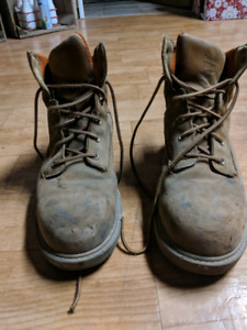 Timberland steel toe boots size 9.5 fits 10