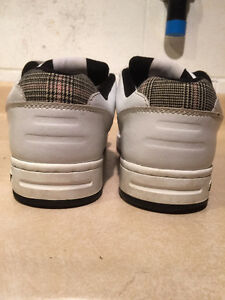 Women's Sneaux Shoes Size 9.5 London Ontario image 2