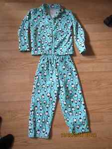 Pyjamas 4 ans - 4.00$ West Island Greater Montréal image 1