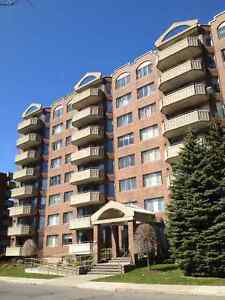 Large,bright, Delux,Renovated condo ville St Laurent July 1st,