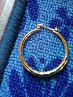 Trouvé ... Boucle d'oreille anneau (Laval)