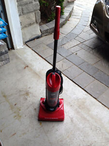 FOR SALE - DIRT DEVIL DYNAMITE BAGELESS VACUUME IN MINT CONDITIO