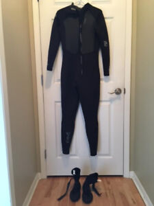 Women's Full 4/3 Back Zip Wetsuit and Booties - Like New