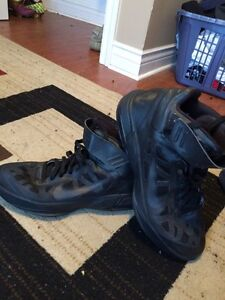 Nike max basketball shoes size 10.5