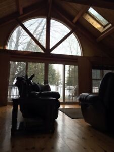 WEEKEND ESCAPE - STUNNING RUSTIC EXEC FENELON FALLS WATERFRONT