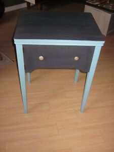 TABLE DE CHEVET OU PETIT BUREAU