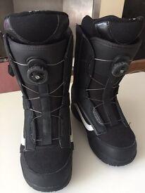 Ski or snowboarding boots. Size 6 UK