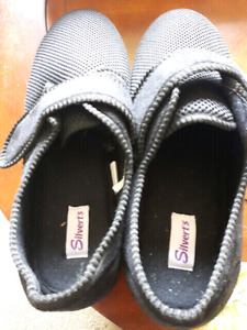 WOMENS 12/MENS 10  SHOE-SLIPPERS FOR SALE!!!!!