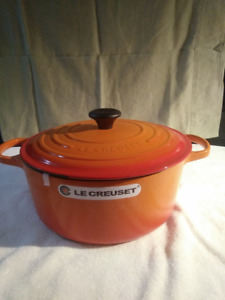 2 Le Creuset  6.7 L Round french Oven/Soleil, flame