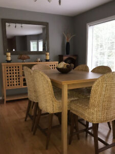 Dining room table, 6 chairs and hutch