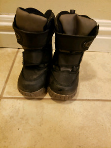Toddler Cougar Winter Boots  Size 5