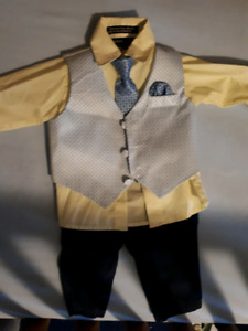 Boys suit 6-9 months like new!!!