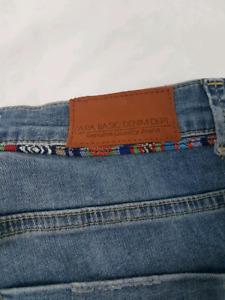 ZARA best seller - Jeans!  Never worn, tags on, perfect!!!