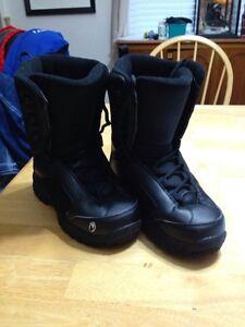 Snowboard boots sz4
