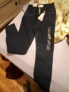 Size 7 high waisted skinny jeans.