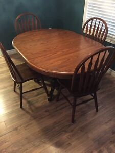 Oak table with 4 chairs London Ontario image 1