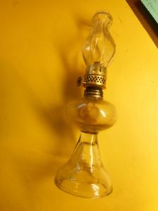 Ancienne petite lampe miniature  à huile en verre transparent