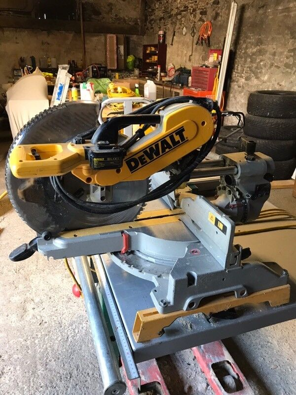 DEWALT COMPOUND MITRE SAW