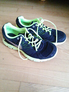 Like new Nike lunarlon sneakers, size 6Y