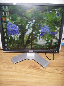 19 inch Dell lcd flatscreen monitor for sale