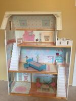 KidKraft Dollhouse with 8 accessories