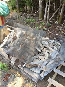 Pallet of angel brick and wire mesh