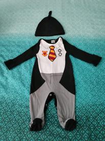 Harry Potter Gryffindor Baby Onesie Sleepsuit Hat Set 3-6 months