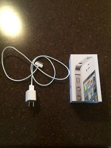16GB Iphone 4S Great Condition (BELL)