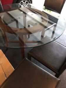 Stunning Dining Table Set - Glass & Ebony Table and 4 Chairs