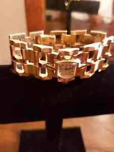 Vintage Solid 14K Gold Bracelet with Working Bulova Watch