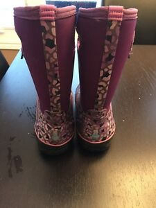 Gently used pair of girls BOGS snow boots for sale  London Ontario image 2