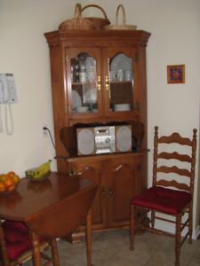 Roxton Dining Set For Sale