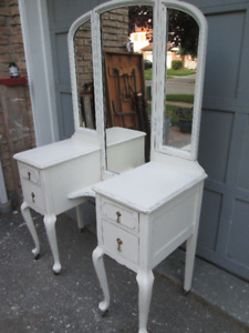 Antique Shabby Chic Vanity with Tri fold Mirror