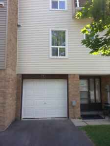 Attractive 3 bed 1.5 bath Townhome for rent in heart of Brampton