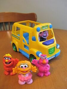 SESAME STREET BUS WITH FIGURES