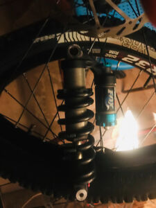 Alexrims FR32 and Bontrager XR3 26x2.35 tires and fox suspension