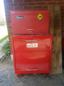 Vintage snap on tool box and hutch filled with tools