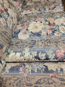 Beautiful couch and matching chair set Comox / Courtenay / Cumberland Comox Valley Area image 4