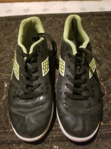 Size 5 youth Indoor Soccer shoes