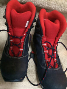 Size 35 Rossignol cross country boots