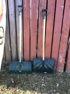 Large Plastic Snow Shovel (2)