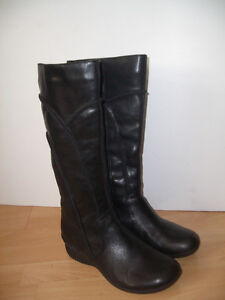 """"""""""" Hush Puppies """""""" winter boots --- size 8 - 8.5 US"""